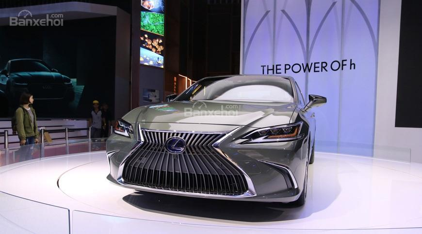 """Lexus ES 2019 – đối thủ của """"Mẹc"""" E-Class ra mắt tại VMS 2018"""