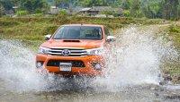 Mua Toyota Hilux nhận quà cực khủng